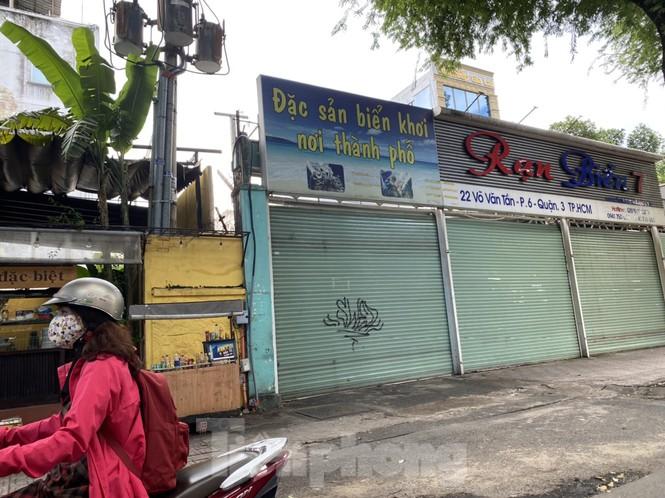 Nhà phố tiền tỷ 'thi nhau' đóng cửa, treo biển cho thuê ở trung tâm Sài Gòn - ảnh 22