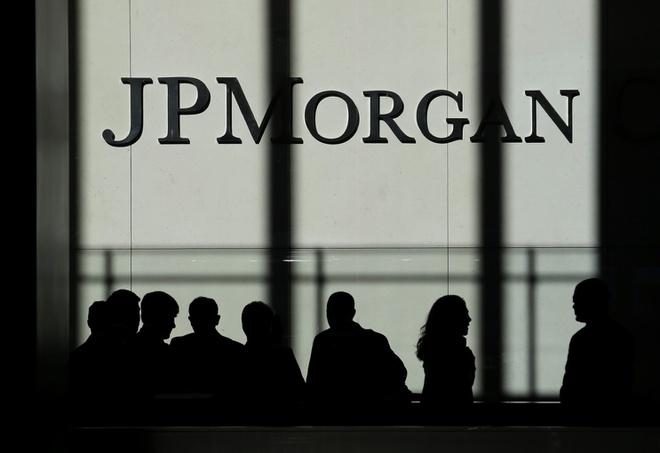 Các ngân hàng lại ồ ạt cắt giảm nhân sự