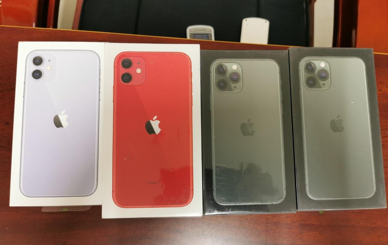 TP.HCM: Bắt lô 50 iPhone 11, 12 lậu còn nguyên seal