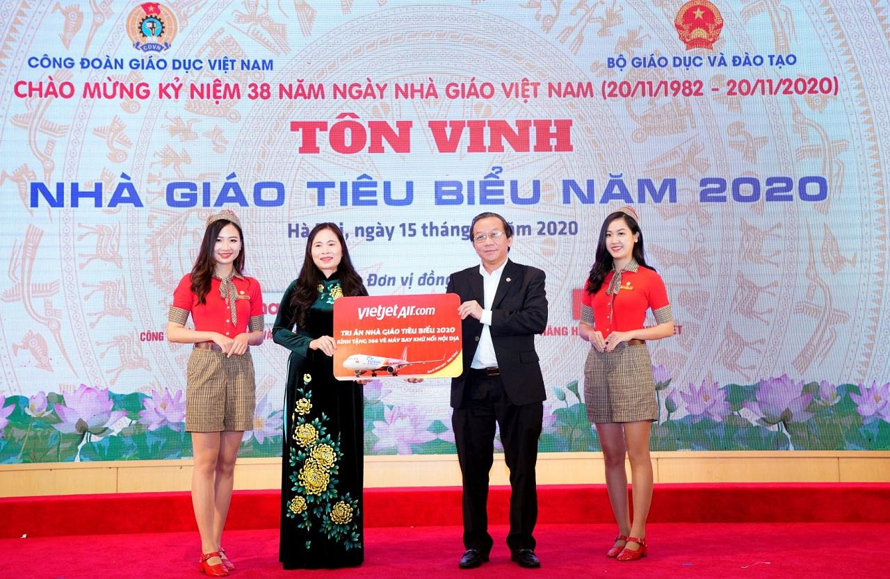 Tri ân Nhà giáo, kiến tạo tương lai, Vietjet tặng vé bay khắp Việt Nam cho các thầy cô giáo tiêu biểu
