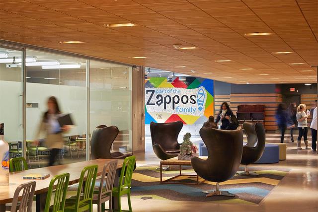 Di sản của triệu phú bán giày Tony Hsieh: Văn hoá doanh nghiệp đi vào huyền thoại của đế chế Zappos - Ảnh 6.