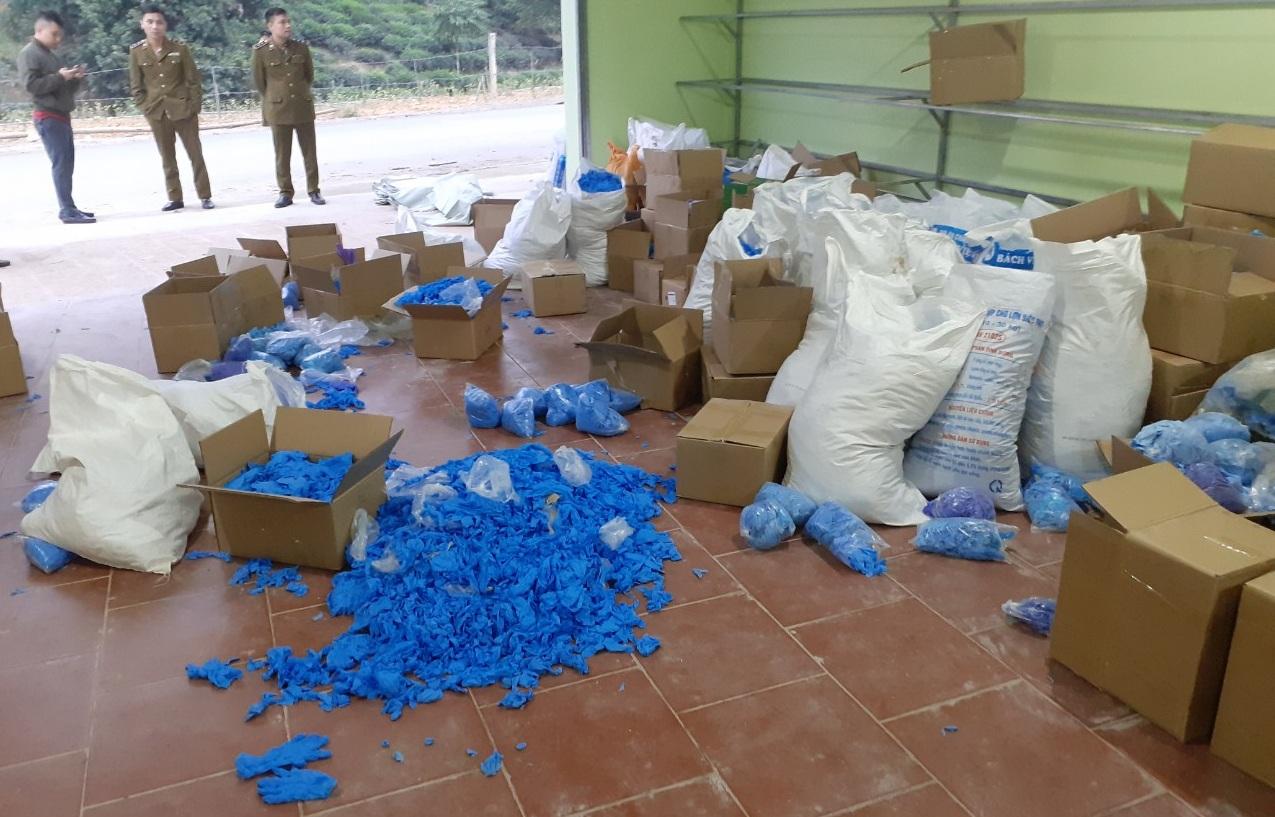 Phát hiện hơn 8 tấn găng tay y tế đã qua sử dụng tại Thái Nguyên