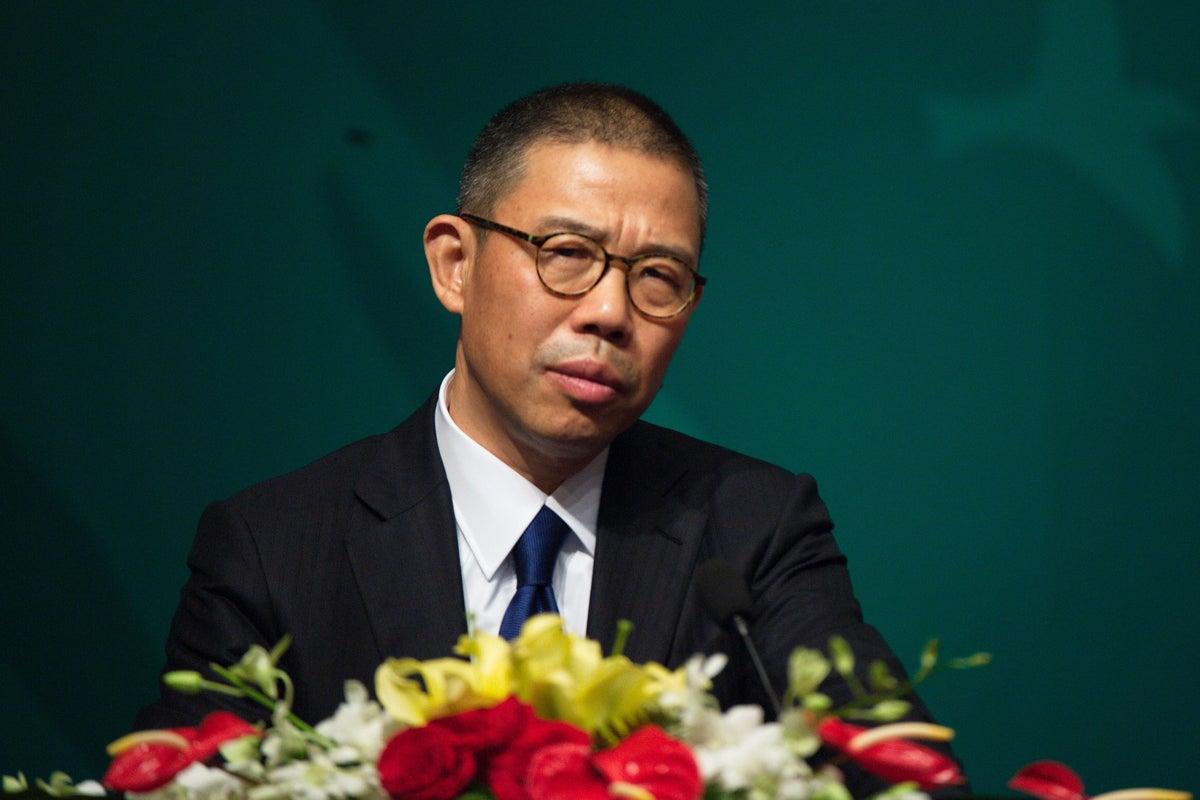 Tỷ phú nước đóng chai Zhong Shanshan có thực sự giàu hơn Warren Buffett?