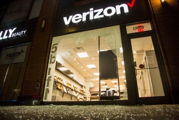 Verizon bán Yahoo, AOL trong thương vụ trị giá 5 tỷ USD