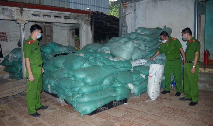 Công an Thái Nguyên thu giữ 13,5 tấn găng tay y tế mua từ các cơ sở kinh doanh phế liệu