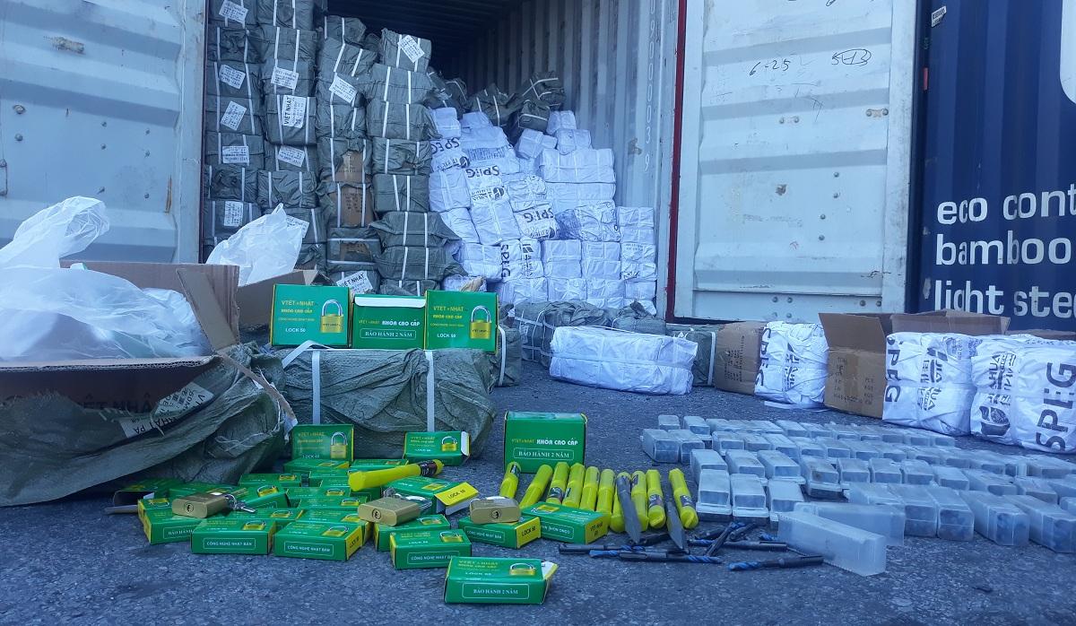Bắt 1 container chứa hơn 70.000 ổ khóa, mũi khoan Trung Quốc giả mạo thương hiệu