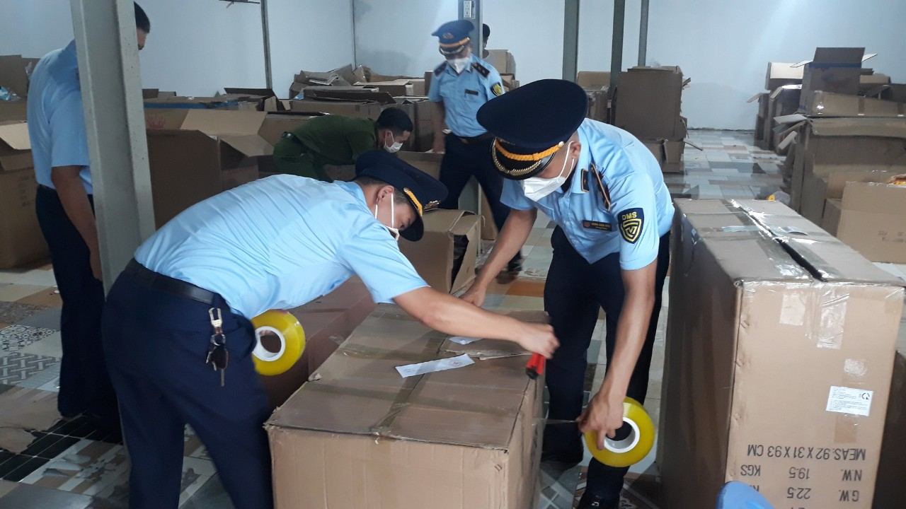 Nam Định triệt phá kho đồ chơi trung thu nhập lậu lớn nhất từ trước đến nay