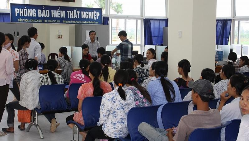 Hỗ trợ 1,8 - 3,3 triệu đồng cho người lao động thất nghiệp