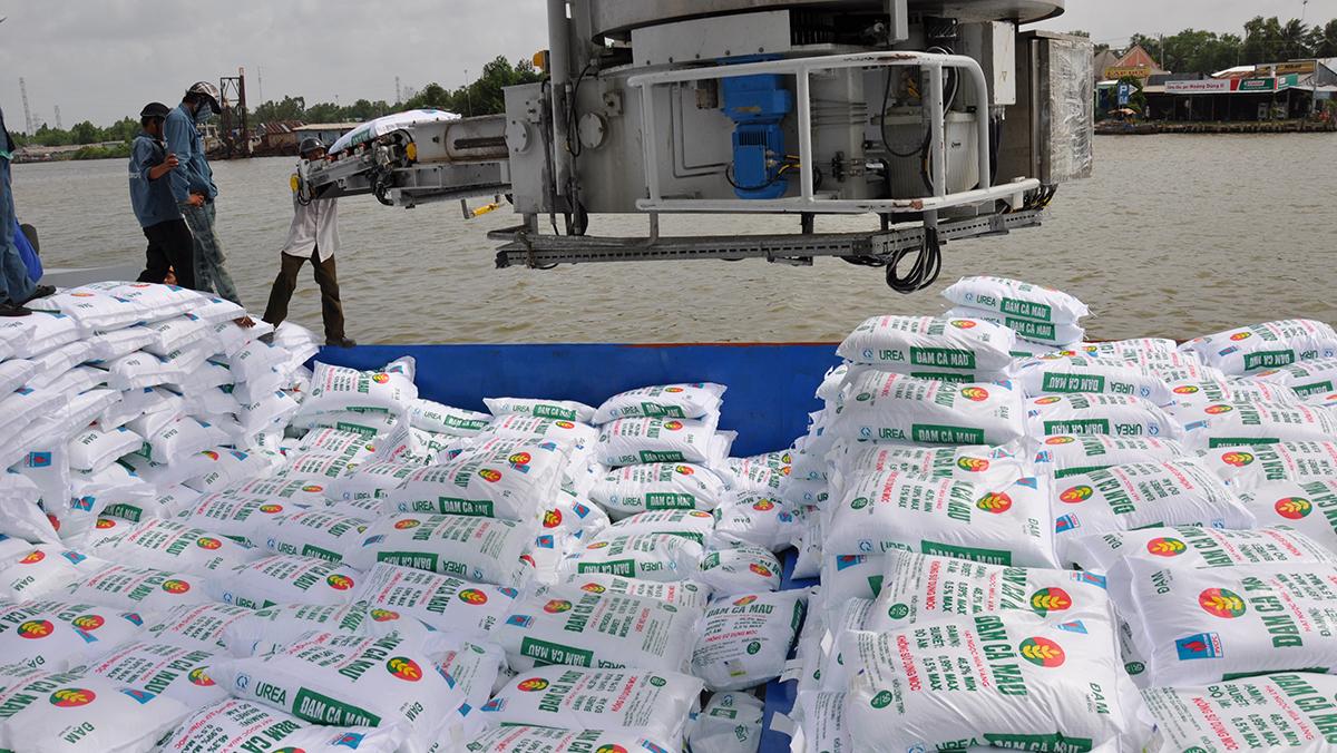 Luật 71 khiến phân bón sản xuất trong nước thua ngay sân nhà