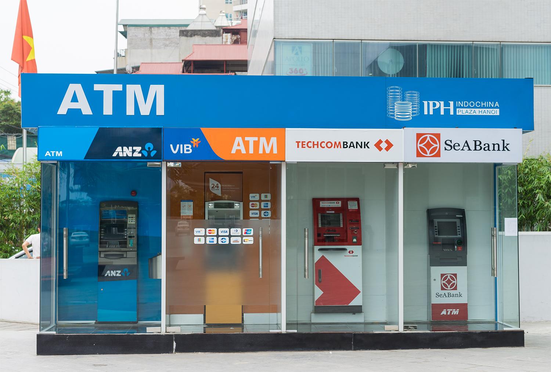 Nguồn vốn rẻ của người dân trong ngân hàng ngày càng dày lên