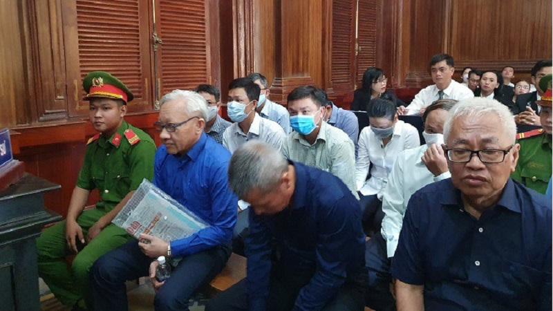 """Hoãn phiên xử vụ DongABank do """"đại gia"""" Phùng Ngọc Khánh vắng mặt"""
