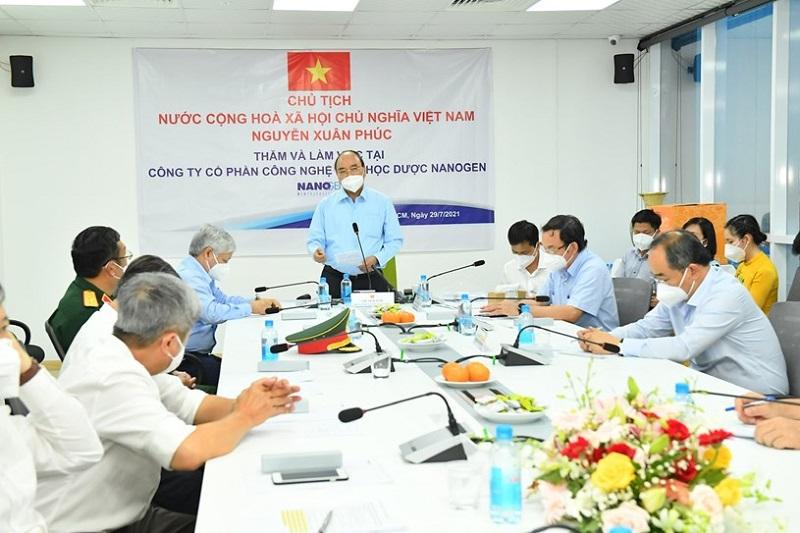 Chủ tịch nước Nguyễn Xuân Phúc: Việc nghiên cứu để sớm có vắc xin trong nước là rất cấp bách