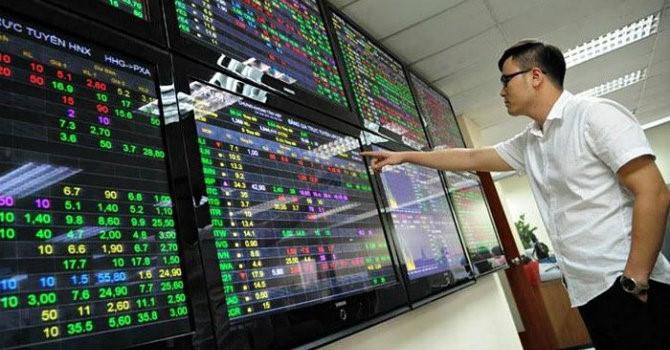 Bộ Tài chính thúc UBCK xem xét nối lại hoạt động niêm yết mới trên HOSE, trở lại lô 10 cổ phiếu