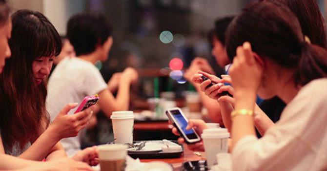 """Thương mại điện tử """"hốt bạc"""" khi người dân ASEAN ghiền mạng xã hội"""