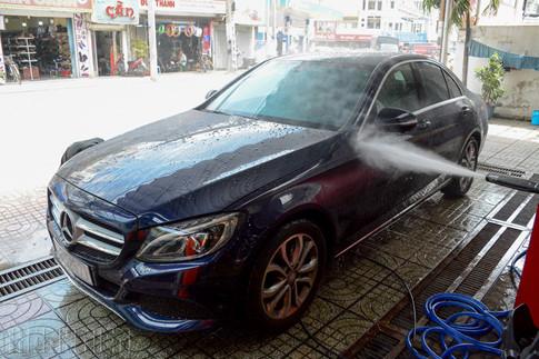 5 sai lầm phổ biến của chủ xe khi tự rửa ô tô tại nhà - ảnh 2