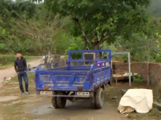 Cận cảnh cửu vạn nườm nượp vác hàng lậu qua biên giới Quảng Ninh - Ảnh 17.
