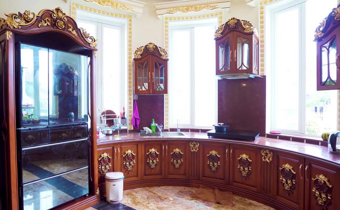 Bên trong dinh thự Thanh Hóa có nội thất mạ vàng