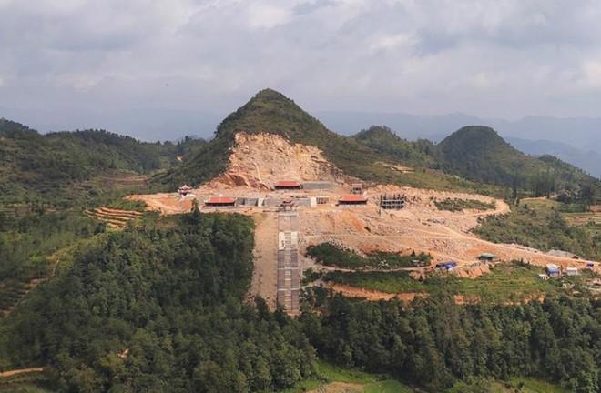 Khoét núi xây khu du lịch tâm linh sát cột cờ Lũng Cú