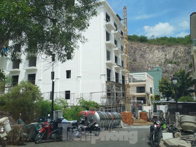 Bất chấp bị cưỡng chế, khu biệt thự Ocean View Nha Trang vẫn vô tư xây dựng - ảnh 3