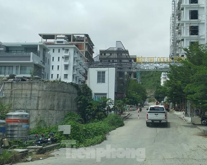 Bất chấp bị cưỡng chế, khu biệt thự Ocean View Nha Trang vẫn vô tư xây dựng - ảnh 4