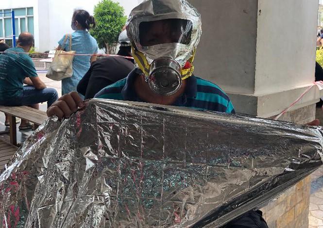 Cháy chung cư cao cấp ở Sài Gòn, dân đeo mặt nạ tháo chạy tán loạn - ảnh 4
