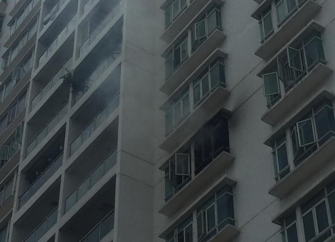 Cháy chung cư cao cấp ở Sài Gòn, dân đeo mặt nạ tháo chạy tán loạn