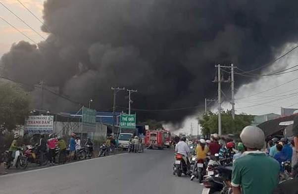Cháy nhà kho 3.000 m2, thiệt hại 60 tỷ đồng