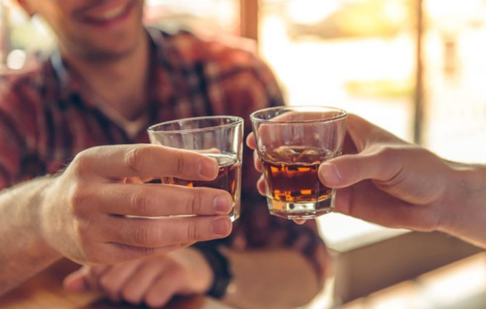 Từ 15/11: Lôi kéo người khác uống rượu, bia sẽ bị phạt tiền