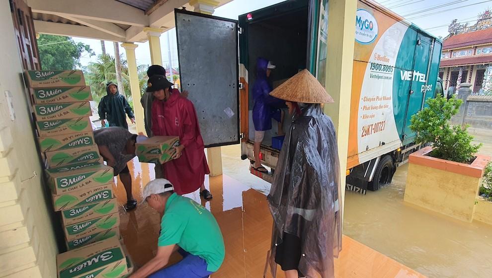 Viettel Post nhận vận chuyển miễn phí hàng cứu trợ đến miền Trung