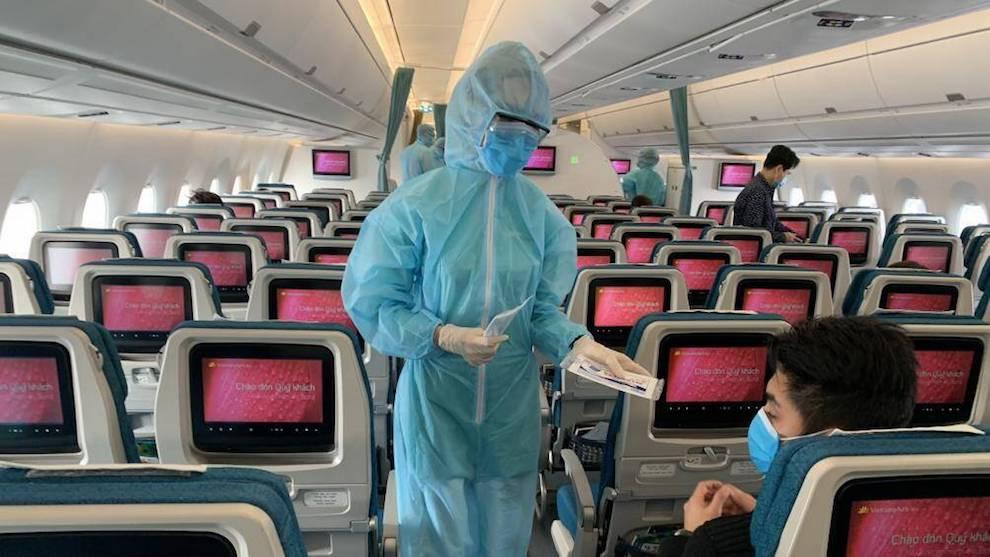 Kiến nghị giao các hãng hàng không Việt Nam vận chuyển vắc xin, tiêm đợt 1 cho nhân viên hàng không