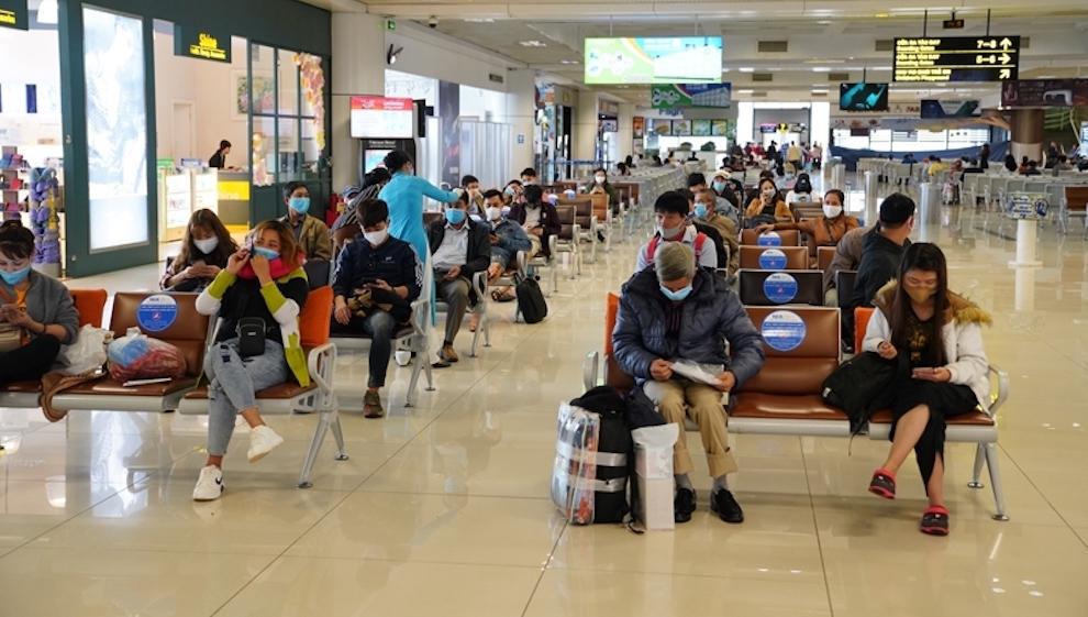 Các hãng hàng không buộc phải hoàn trả lại phí gì khi khách hoàn, hủy vé máy bay?