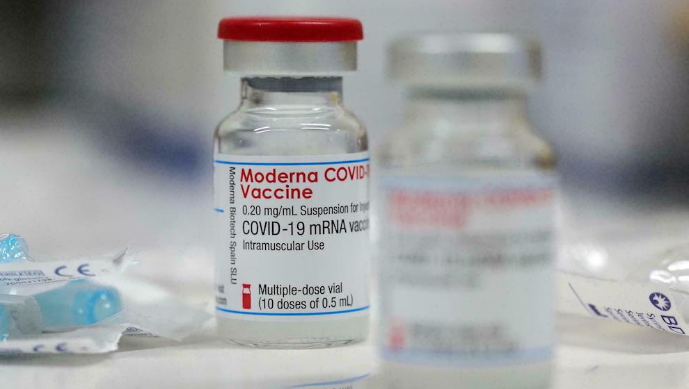 Tiêm vaccine 2 mũi phải cùng loại đối với Pfizer, Moderna và Sinopharm