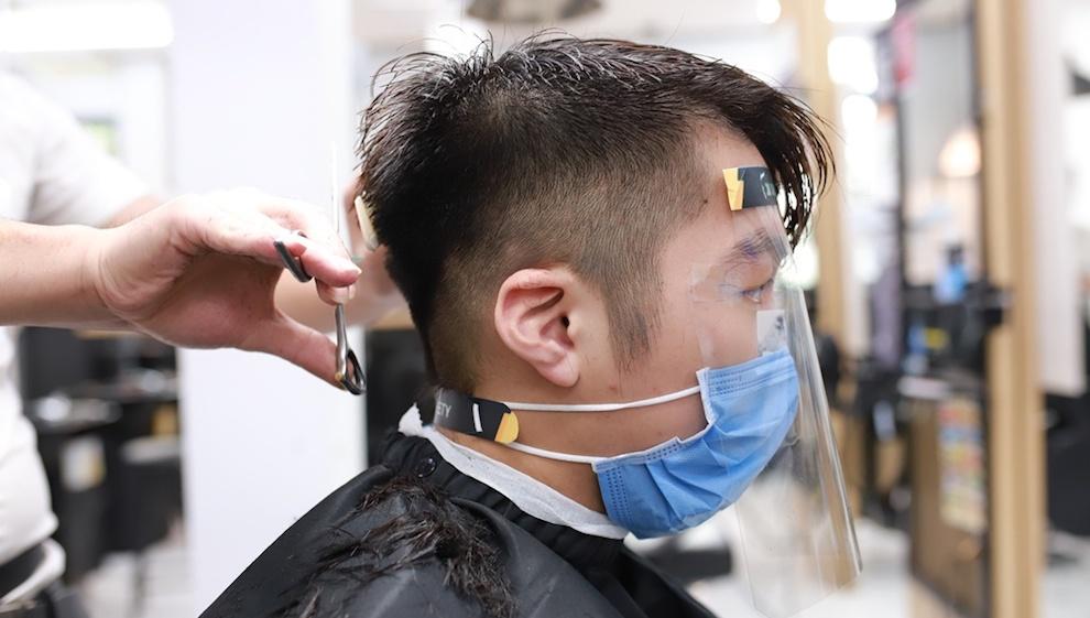 Hà Nội xét nghiệm 700 người liên quan đến 2 F0 là thợ cắt tóc và nhân viên y tế tại Hà Đông