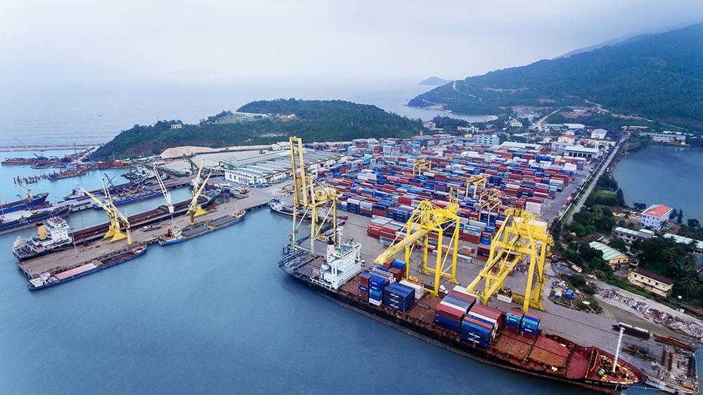 Ngành cảng biển: Ngắn hạn bị kìm hãm do thiếu hụt container rỗng, dài hạn triển vọng vì xu thế dịch chuyển khỏi Trung Quốc