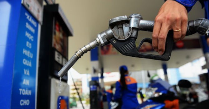 Lại tăng mạnh giá xăng