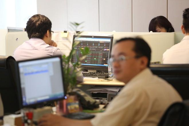 VNDIRECT lên kế hoạch tăng vốn gấp đôi, chuyển sàn sang HNX giảm nghẽn lệnh