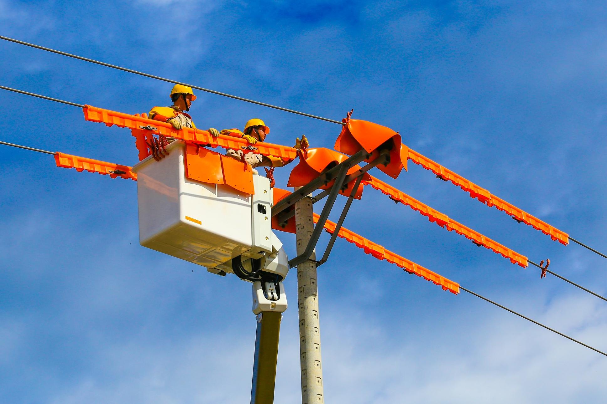 EVN: Tiếp tục xuất hiện hiện tượng thừa nguồn giờ thấp điểm, phải tiết giảm năng lượng tái tạo