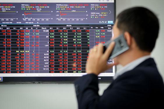 """Cổ phiếu """"họ Viettel"""" lầm lũi lao dốc bất chấp kết quả kinh doanh tích cực"""