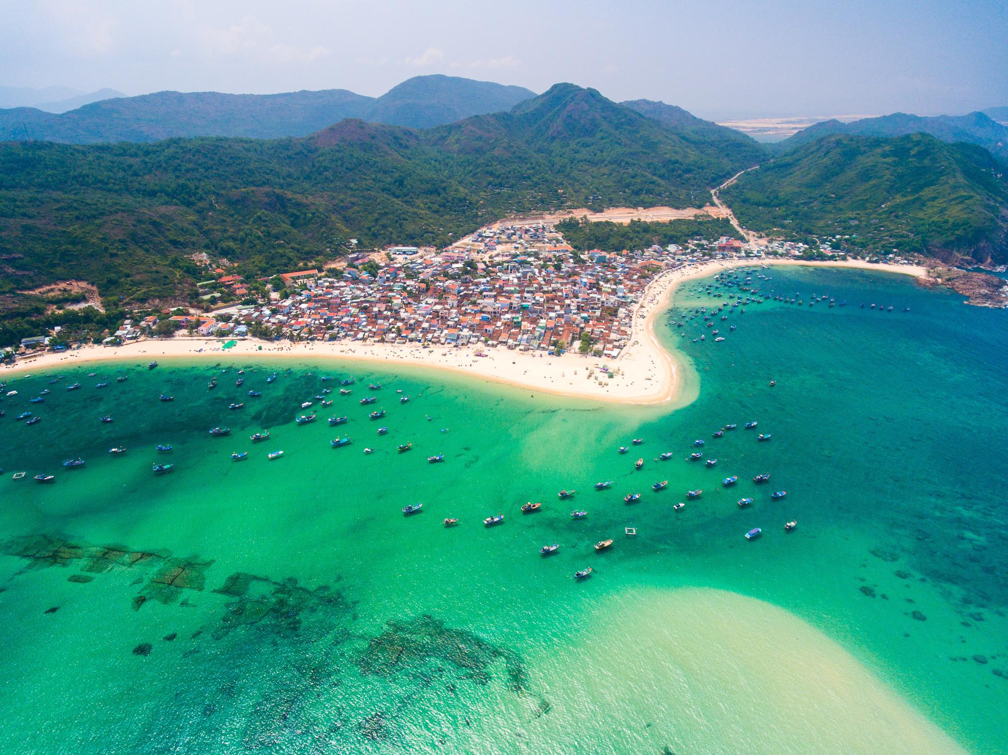 FLC đề xuất thí điểm đón du khách quốc tế có hộ chiếu vaccine tại Bình Định