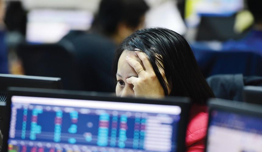 """Phiên giảm 56 điểm """"thổi bay"""" hơn 209.000 tỷ đồng vốn hóa HoSE"""