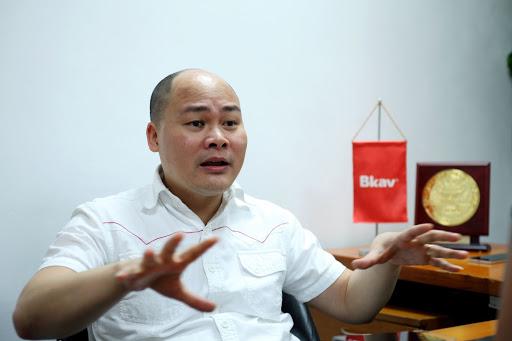 """Ông Nguyễn Tử Quảng """"không chấp"""" antifan """"bóc phốt"""" hợp đồng xuất khẩu Bphone"""