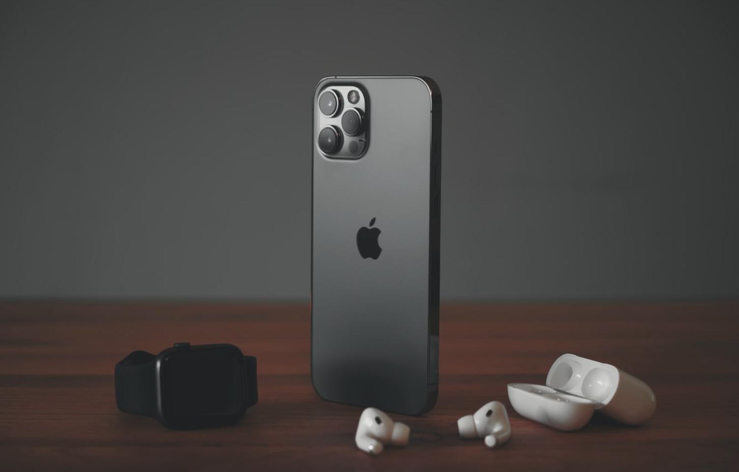 iPhone 12 là smartphone bán chạy nhất thế giới
