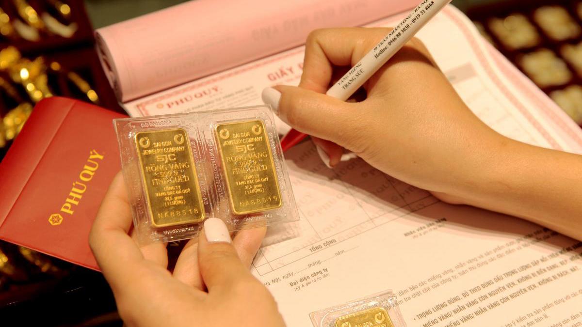 Giá vàng SJC vọt tăng, vượt mốc 49 triệu đồng/lượng