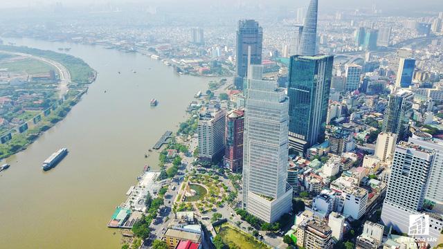 Với lợi thế là khu trung tâm tài chính lớn nhất cả nước, có tầm nhìn bao trọn sông Sài Gòn, TP.HCM đã quy hoạch nhiều khu đất vàng để phát triển trung tâm thương mại cao cấp, nhưng một số khu đất vẫn đang bị bỏ hoang