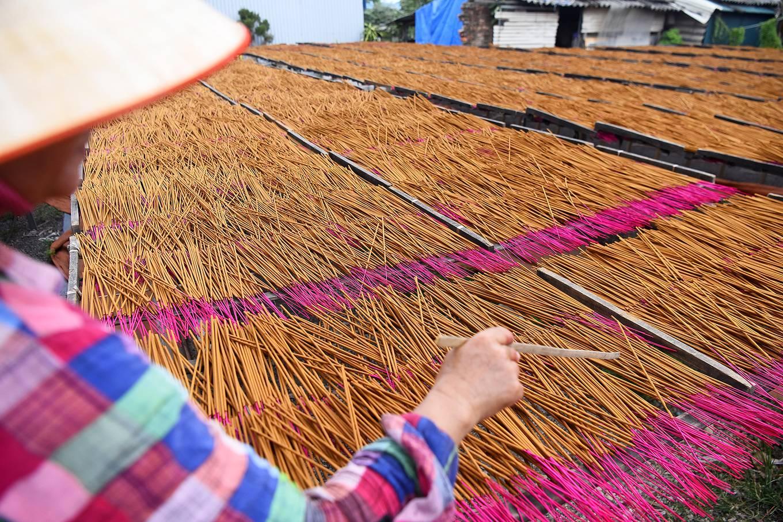 Làng nghề hơn 100 năm làm tăm hương ở Hà Nội