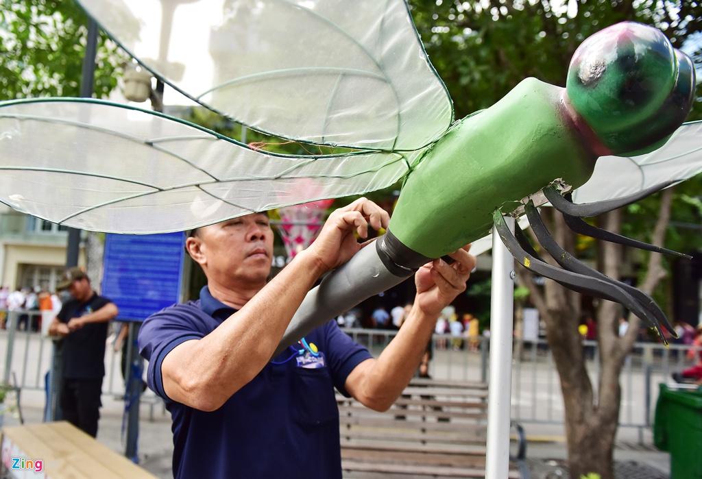 Chua het Tet, hang tram chau hoa bi dap nat o duong hoa Nguyen Hue hinh anh 11 duong_hoa_mong_3_tet_12_zing.JPG