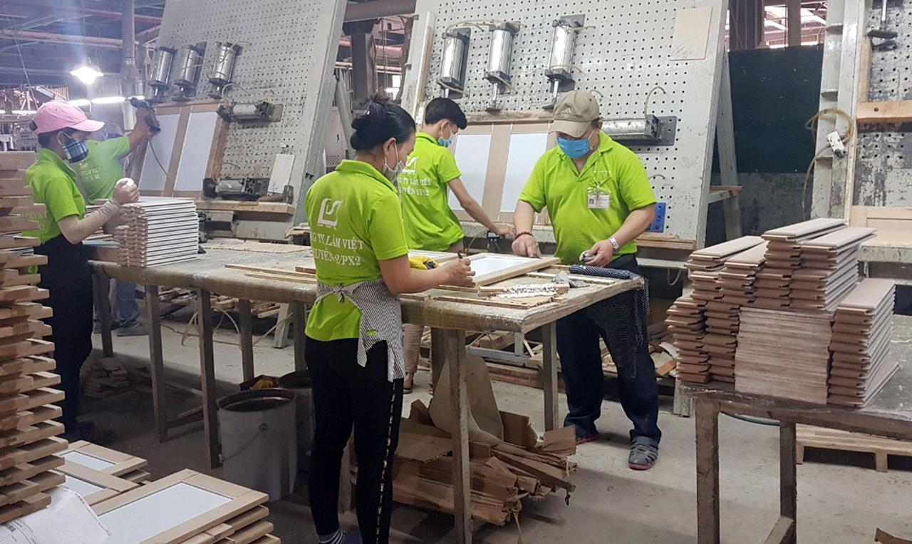 """""""Trước mắt doanh nghiệp xuất khẩu gỗ cao su dạng tấm vẫn được áp mức thuế 0%"""""""