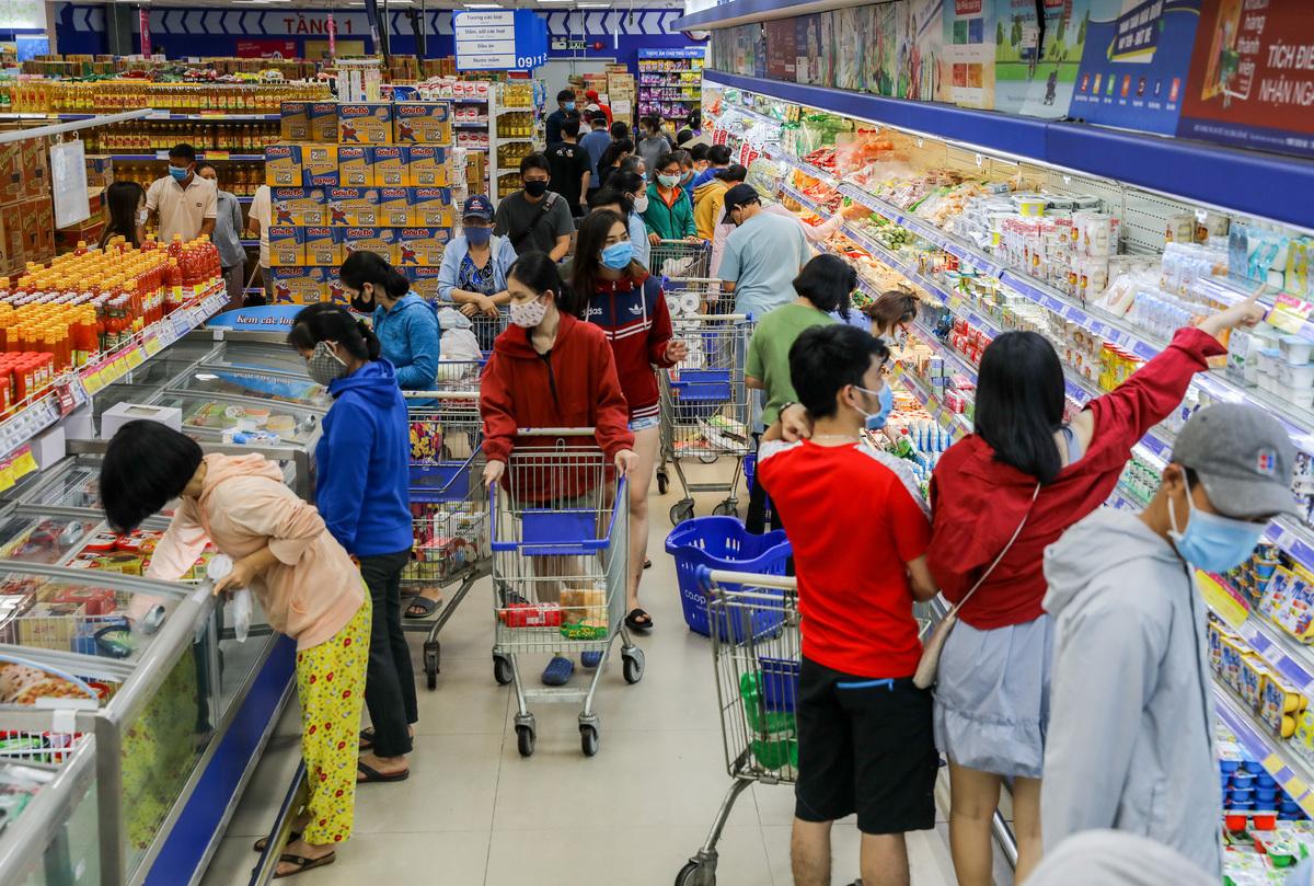 Bán lẻ phục hồi, vay tiêu dùng kỳ vọng hỗ trợ tăng trưởng
