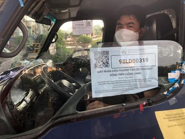Chính phủ yêu cầu không kiểm tra với xe chở hàng thiết yếu, lương thực có mã QR Code